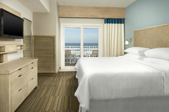 Four Points by Sheraton Jacksonville Beachfront: King Suite Bedroom with Balcony
