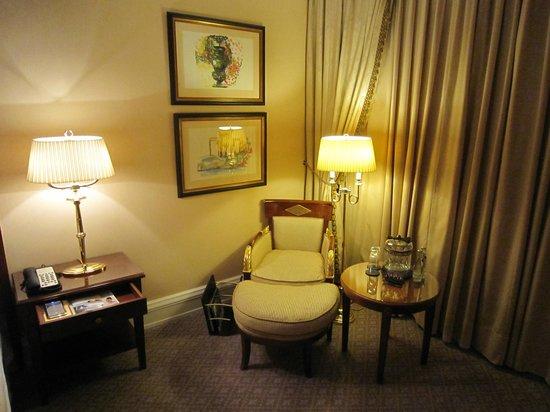 The Ritz-Carlton, Berlin: Comfort corner in the room