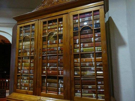 Zahntempel (Sri Dalada Maligawa): Some of these books are in Dharamsala - Reals scripts from Buddhas teaching