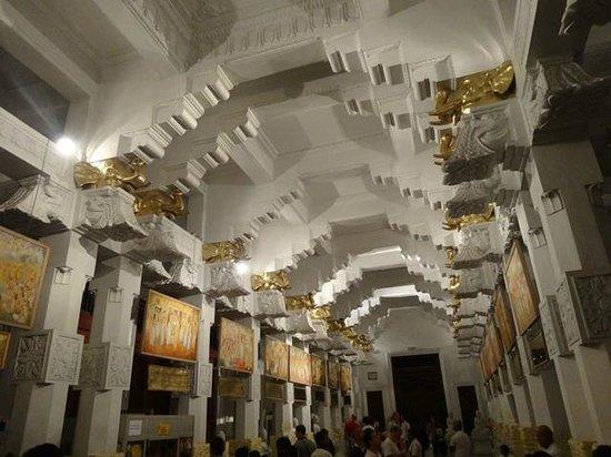 Zahntempel (Sri Dalada Maligawa): Inside the building