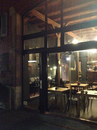 Mon Petit Café - Bistrobar: Mon Petit Café interior from outside view