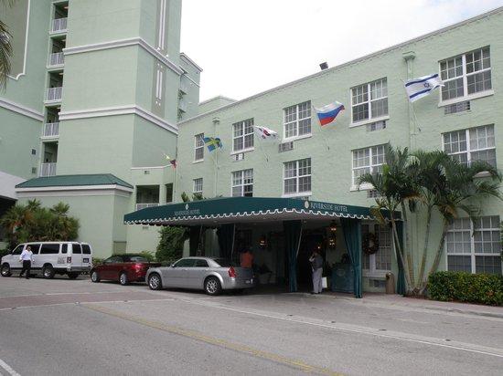 Riverside Hotel : Parking