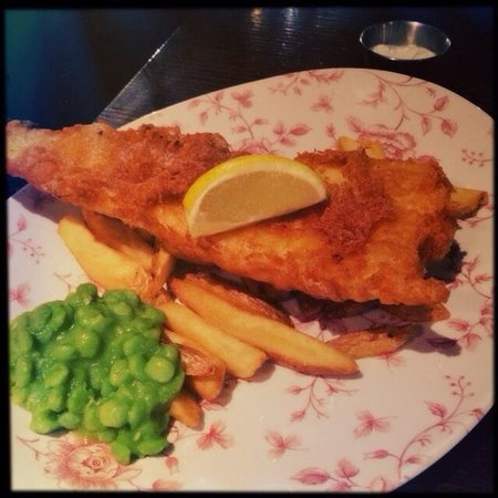 The Mitre Bar: Le Fish and chips