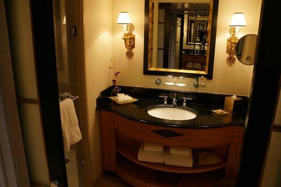Four Seasons Hotel Washington, DC : b