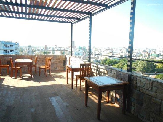 Shwe Ingyinn Hotel: View Terrace