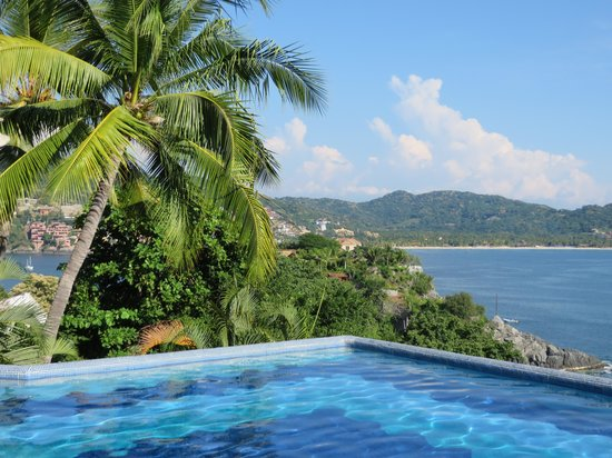 WorldMark Zihuatanejo: Infinity Pool with Stunning Views