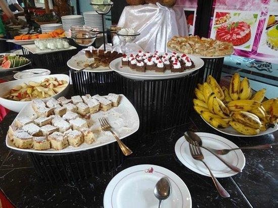 Kandyan Arts Restaurant: Dessert Selection