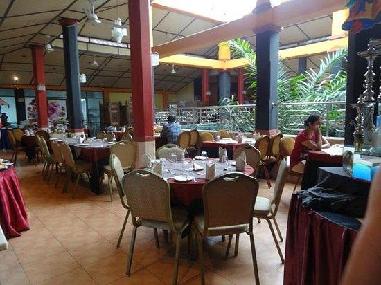 Kandyan Arts Restaurant: Dining area