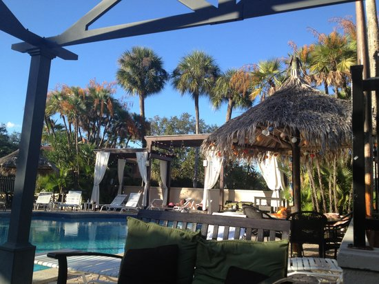 Tahitian Inn Hotel Cafe & Spa : View by the pool.  Cabanas are first come, no fee.