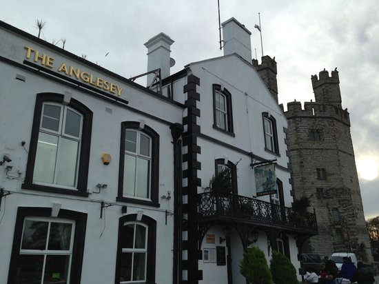 The Anglesey Arms Hotel: The Anglesey Arms offers a perfect location to explore Caernarfon.