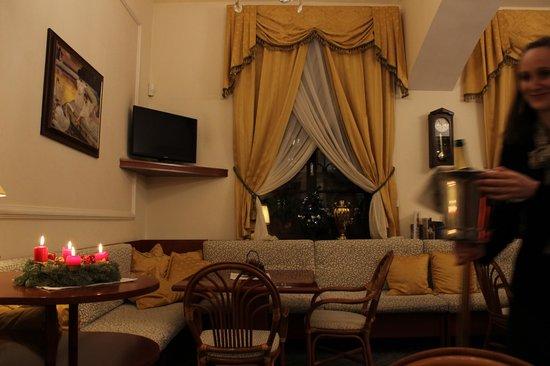 Louren Hotel: Ресторация (небольшая, но очень уютная))