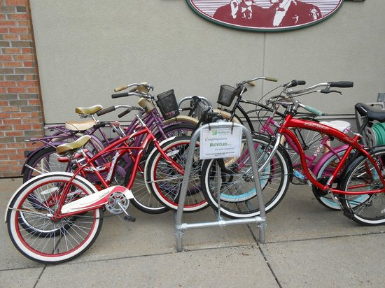 Holiday Inn Saratoga Springs: Complimentary bikes to use to bike around town