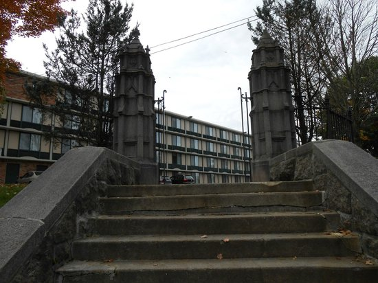 Holiday Inn Saratoga Springs: Katrina Trask stairway.  Leads to hotel parking lot