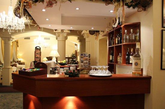 Louren Hotel : Лобби бар))