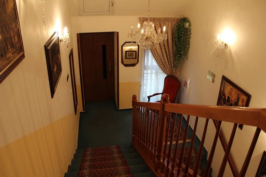 Louren Hotel: Лифт))