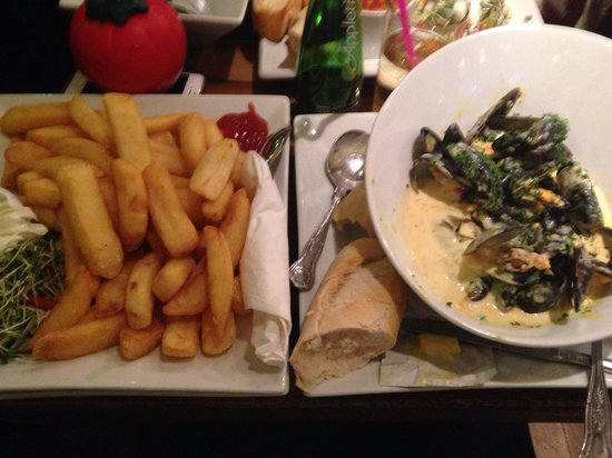 The Pheasant Restaurant & Pheasant Inn: Mussels and chips!