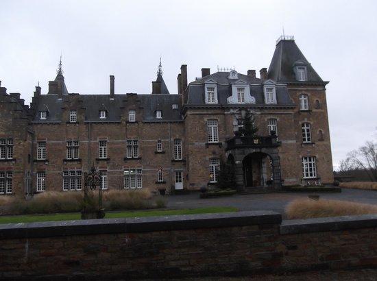 het hoofdgebouw van het kasteel picture of chateau de la poste assesse tripadvisor. Black Bedroom Furniture Sets. Home Design Ideas