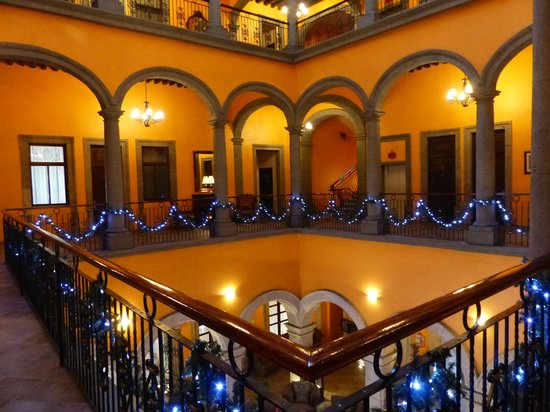 Hotel Morales Historical & Colonial Downtown Core: Second floor with christmas decorations