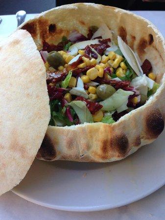 L'Insalata Ricca: Salad bread bowl!