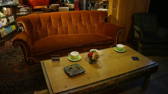 Warner Bros. Studio Tour Hollywood: Couch - Central Perk