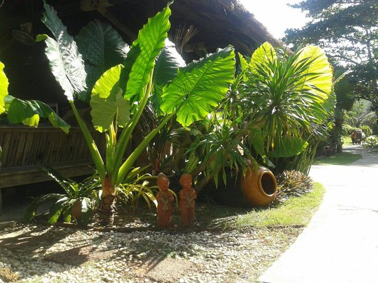 Lanta Castaway Beach Resort: Zugang zum Restaurant