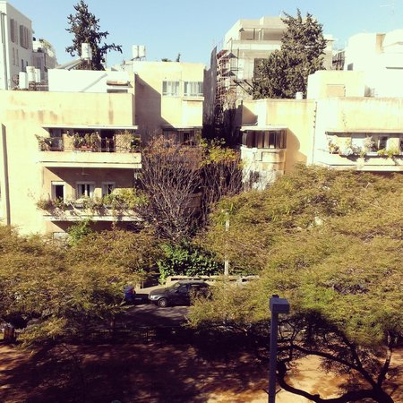 The Rothschild Hotel - Tel Aviv's Finest: view on the boulevard from the balcony