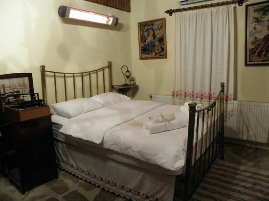 StoneHouse ByIpek FarmHouse: Bedroom