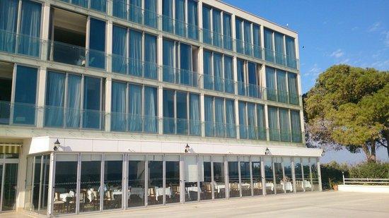 Denizkizi & Denizkizi Royal Hotel: Hotel Terrasse zum Strand