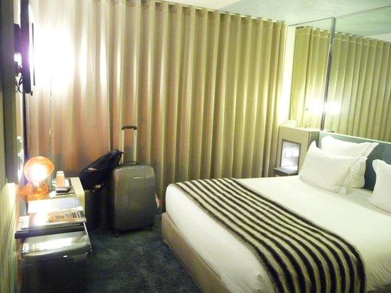 Hotel 7 Eiffel : Quarto