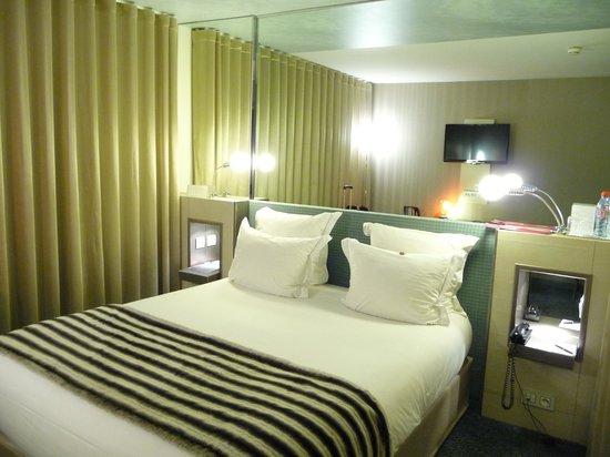 Bonito Quarto Mas Pequeno Foto De Hotel 7 Eiffel Paris Tripadvisor