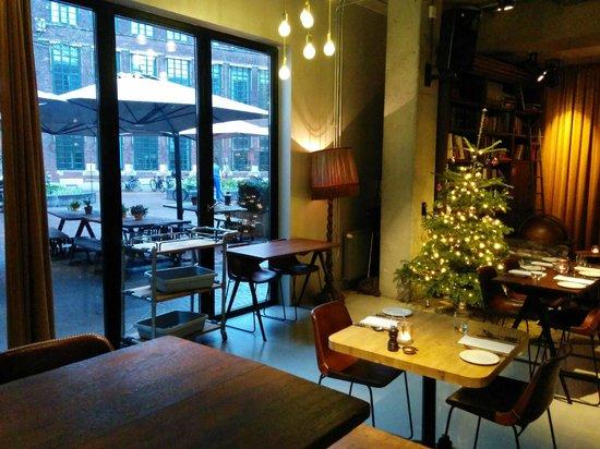The Lobby Nesplein Restaurant & Bar: christmas tree