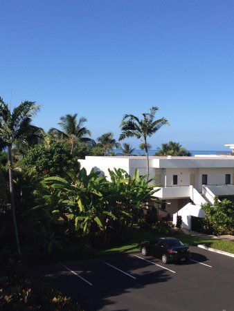 Outrigger Royal Sea Cliff: View from the garden view room pretty good for the price that's for sure
