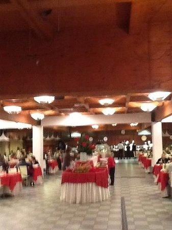 Hotel Club Dante : sala dove si fa il pranzo della vigilia