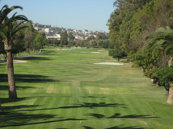 Tijuana Country Club (Club Campestre Tijuana): Yes there is a trap down the right side
