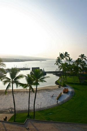 Courtyard by Marriott King Kamehameha's Kona Beach Hotel : Morning view from the hotel terrace