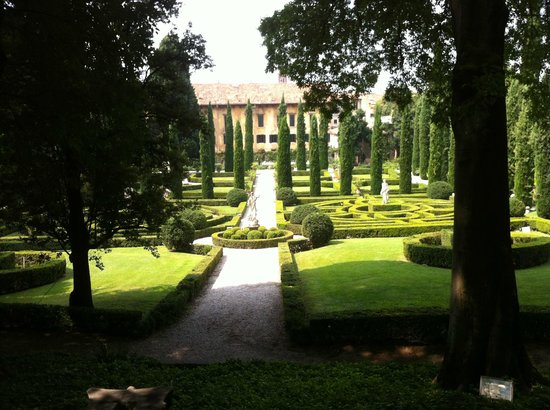 Palazzo Giardino Giusti: центральная аллея