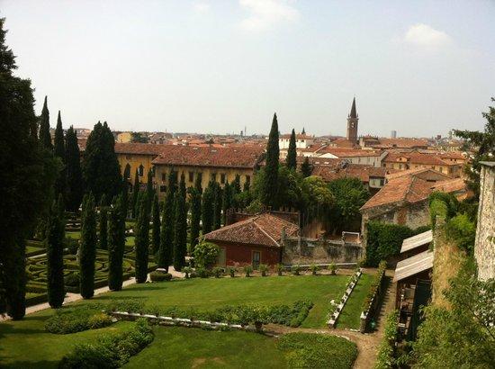 Palazzo Giardino Giusti: Панорама города, вид из сада