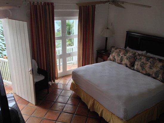 Windjammer Landing Villa Beach Resort : Main bedroom with separate balcony and door to main patio