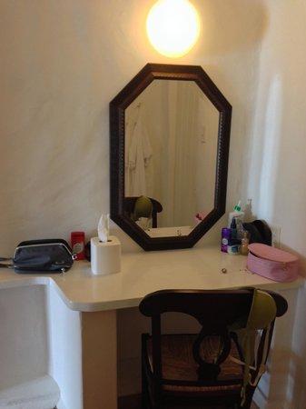Windjammer Landing Villa Beach Resort : Makeup table outside bathroom