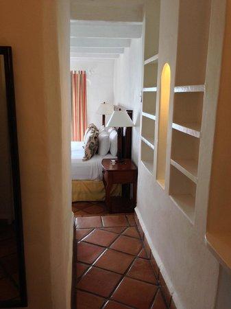 Windjammer Landing Villa Beach Resort: Hallway from bathroom to bedroom