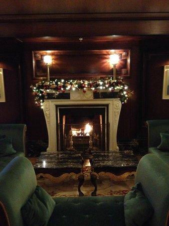 Powerscourt Hotel, Autograph Collection : Had yummy cocktails w/ new friends at this fireplace