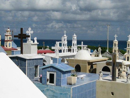 Isla Mujeres Palace: Cemetary