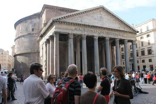 Antiqua Tours: Wine, Cultural and Culinary Experiences: Sarah at the Pantheon