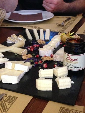 Antiqua Tours: Wine, Cultural and Culinary Experiences : Beppe's cheese