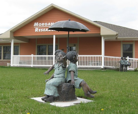 National Orphan Train Complex: Orphan Train Museum statues
