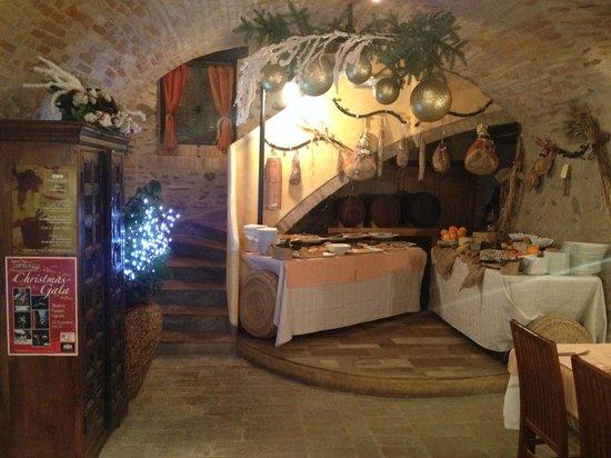 Angolo buffet di dolci fatti in casa e cacioteca picture of taverna dei tre mori vignola - Taverna di casa ...