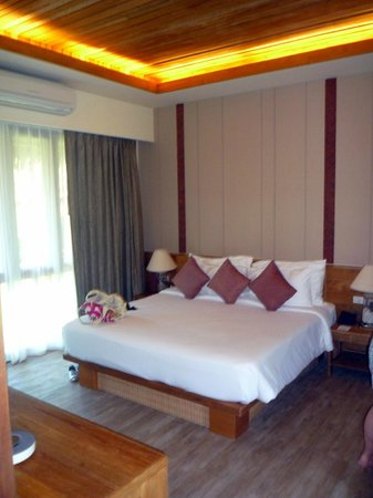 Phi Phi Island Village Beach Resort: room