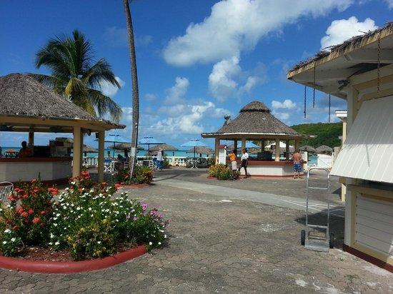Halcyon Cove by Rex Resorts: Beach bar at Halcyon Cove