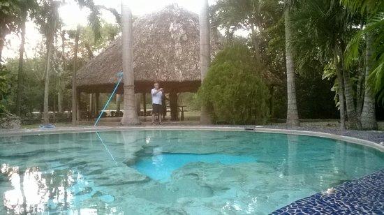 Hotel Dolores Alba Chichen: alberca natural sobre roca