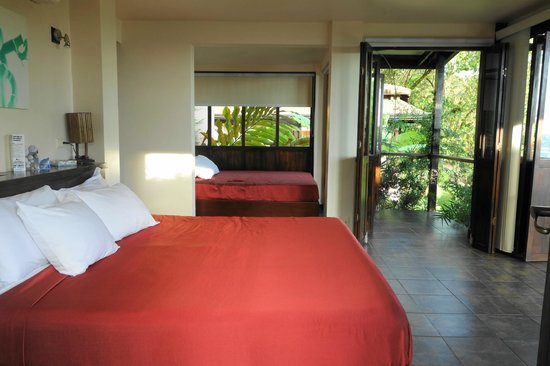 TikiVillas Rainforest Lodge & Spa: 2 beds in room